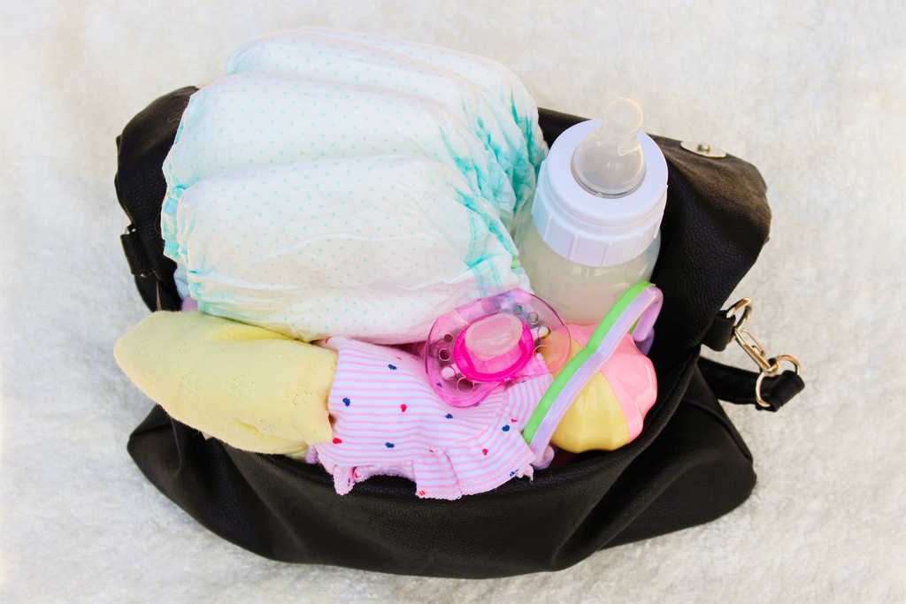 What Goes in a Diaper Bag? Grab your Diaper Bag Checklist PDF!
