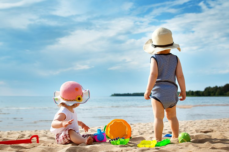 What to pack in baby beach bag